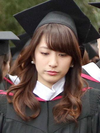 大学卒業式の笹崎里菜