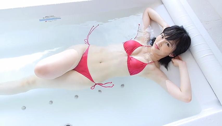 山本彩のBlu-ray・DVD「SY」キャプチャ画像、ビキニの水着を着た山本彩