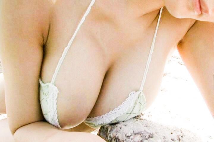 下着から乳首ポロリしている久保ユリカ