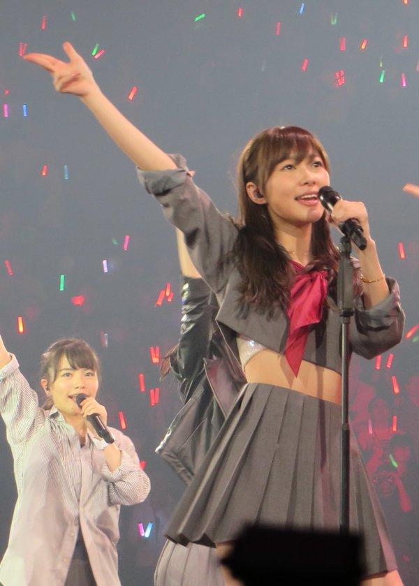 「HKT48 春のライブツアー~サシコ・ド・ソレイユ2016~」で歌う指原莉乃