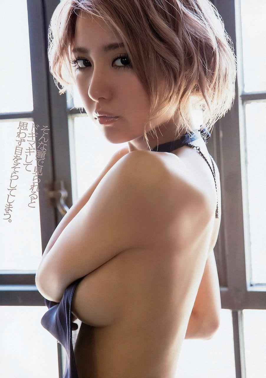 石川恋の横乳グラビア