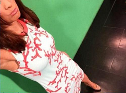 天気予報を伝える女子アナのワンピースがクロマキーでスケスケになってしまう放送事故(女子アナの着ていたワンピース画像)
