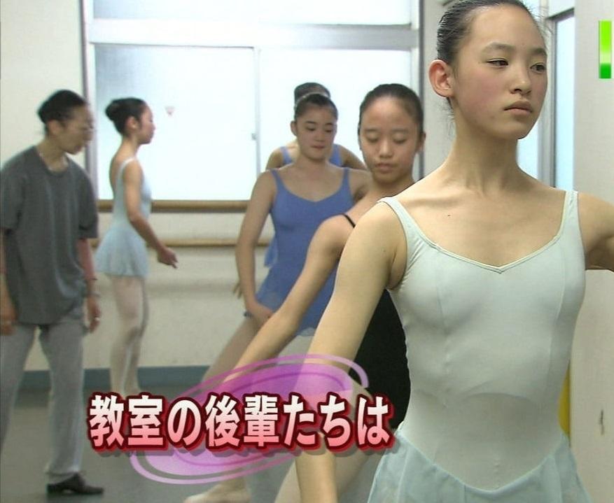 画像の彩度を変える前のレオタードを着たバレエ女子の画像