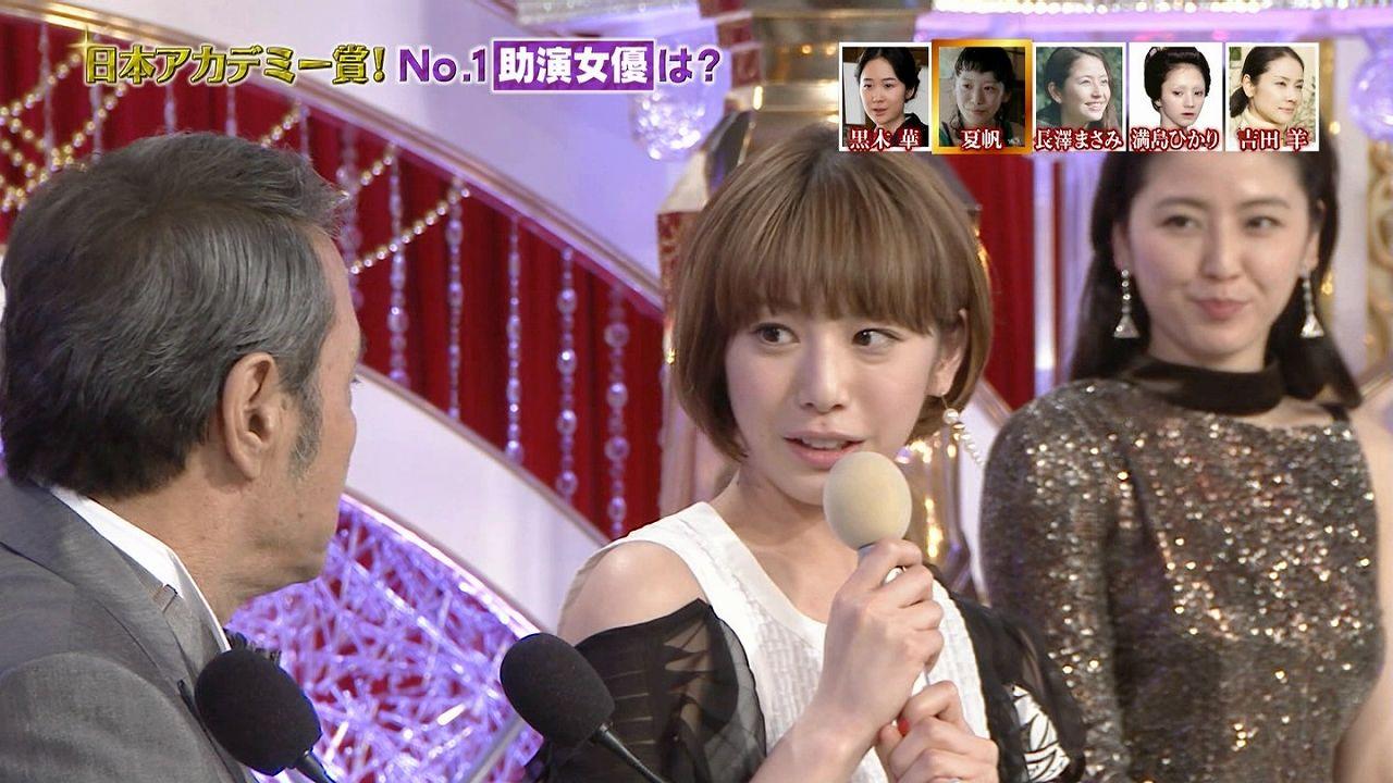 第39回日本アカデミー賞授賞式に出席した夏帆と長澤まさみ