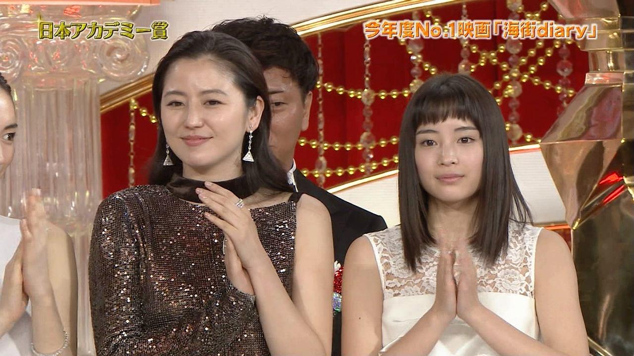 第39回日本アカデミー賞授賞式に出席した長澤まさみと広瀬すず