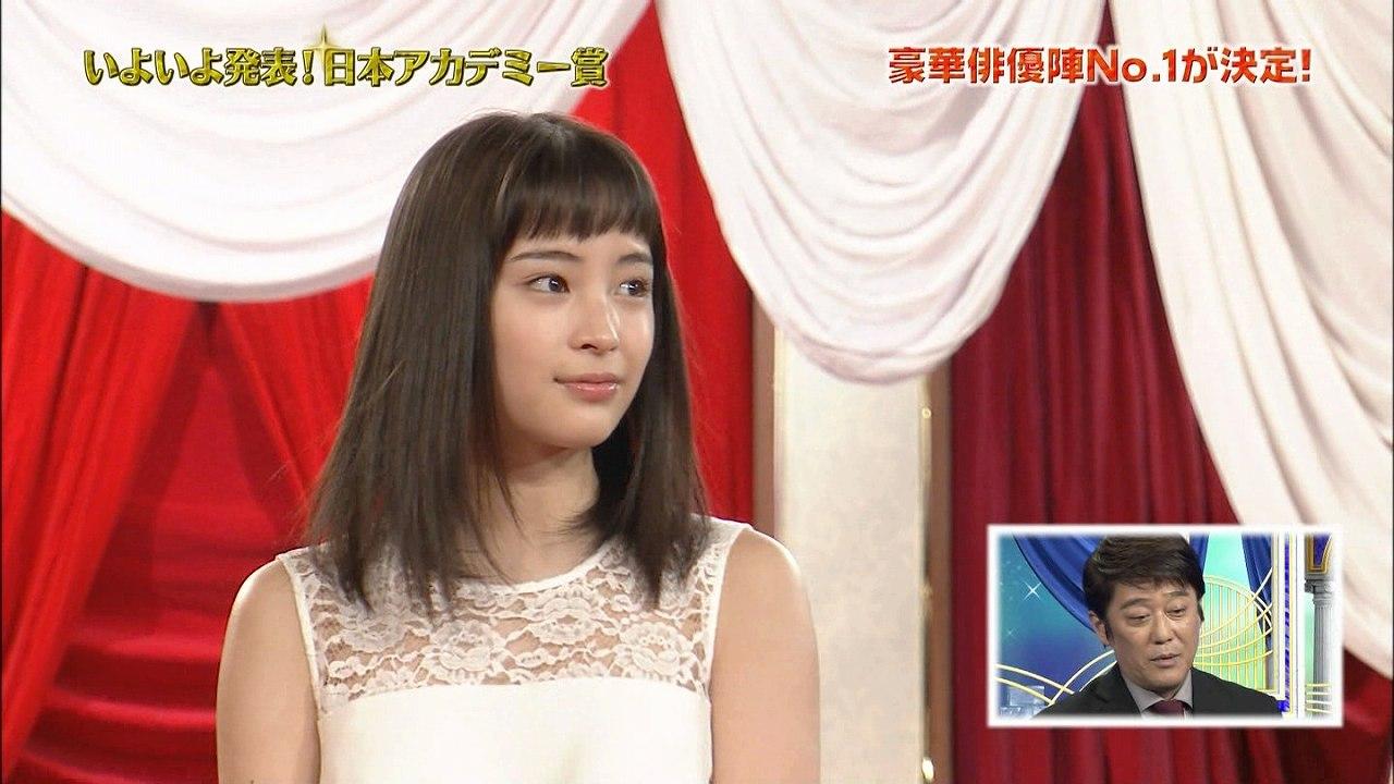 第39回日本アカデミー賞授賞式でレッドカーペットに立った広瀬すず