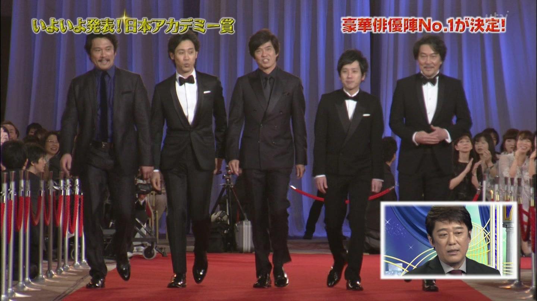 第39回日本アカデミー賞授賞式でレッドカーペットを並んで歩く内野聖陽、大泉洋、佐藤浩市、二宮和也、役所広司