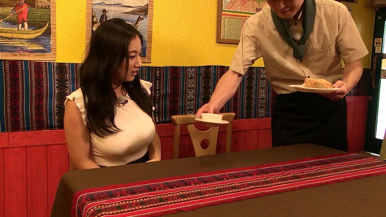 Tシャツを着た紗綾の着衣巨乳