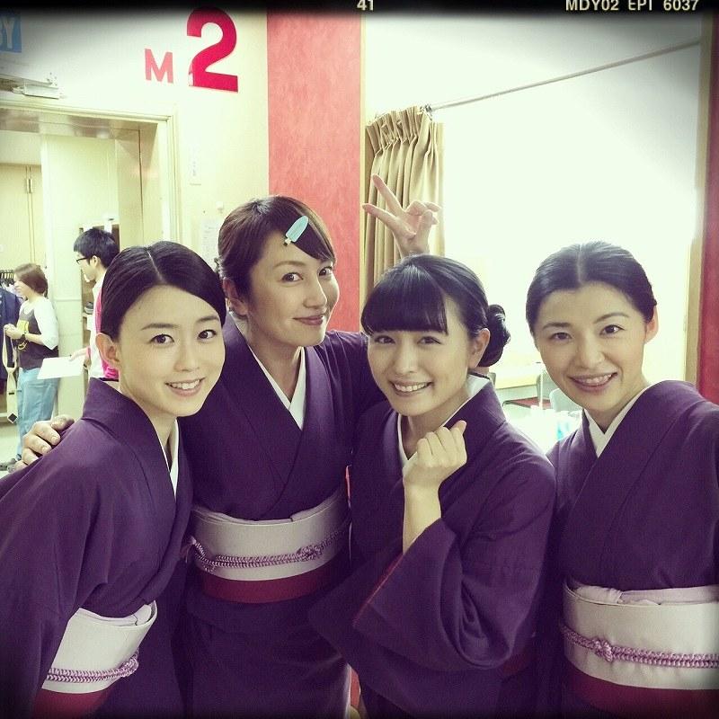 ドラマ「花嫁のれん」で着物を着た矢田亜希子、川村ゆきえ