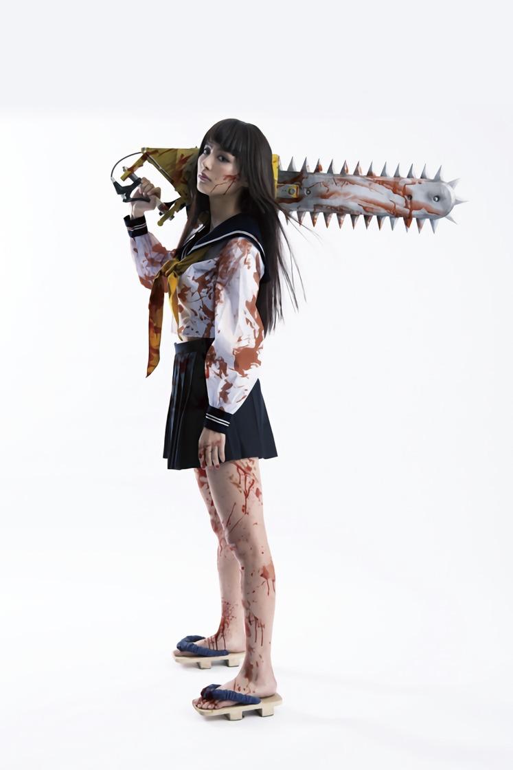映画「血まみれ スケバン チェーンソー」でセーラー服を着た内田理央