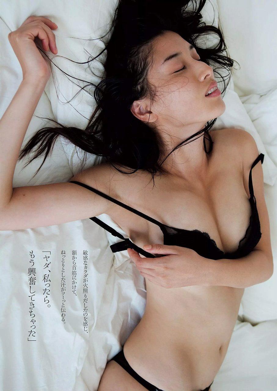 「週刊プレイボーイ 2015 No.41」橋本マナミの下着グラビア
