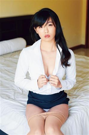 ばーん・高田千尋のOLスーツ脱ぎ掛けグラビア