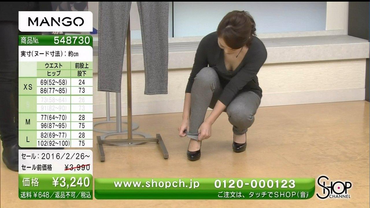 ショップチャンネル(SHOP CHANNEL)で胸元ユルユル服を着ておっぱいポロリしてる女