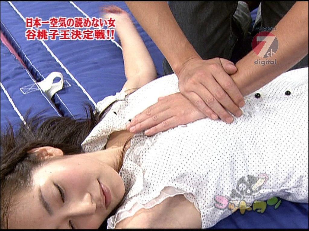 「ゴッドタン」で胸をマッサージされる谷桃子