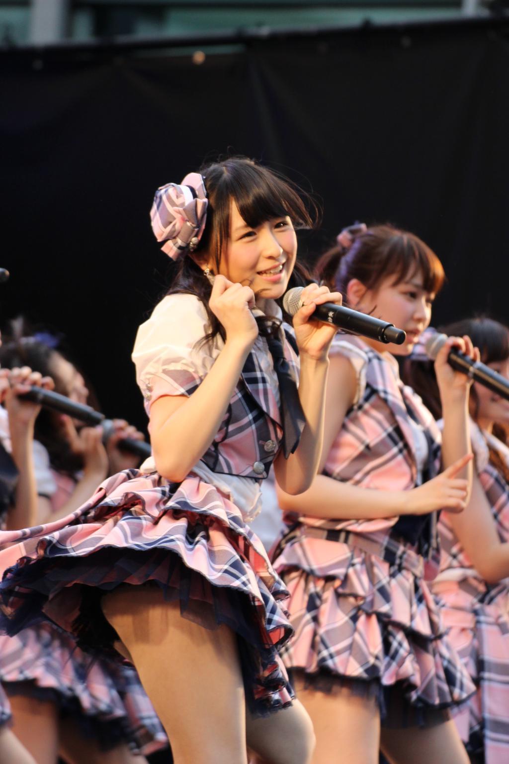 ステージでパンチラした川本紗矢のお尻