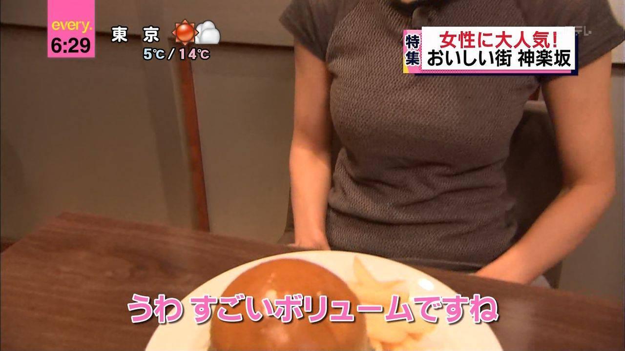 食レポで「すごいボリュームですね」って言ってる女の着衣巨乳