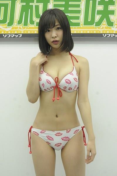 DVD「初めての旅」発売記念イベントでソフマップに登場した河村美咲