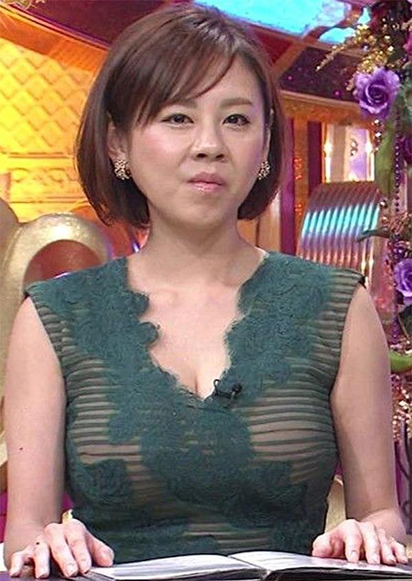 フジ「有吉のドッキリ初笑い!」でドスケベ衣装を着た高橋真麻の着衣巨乳