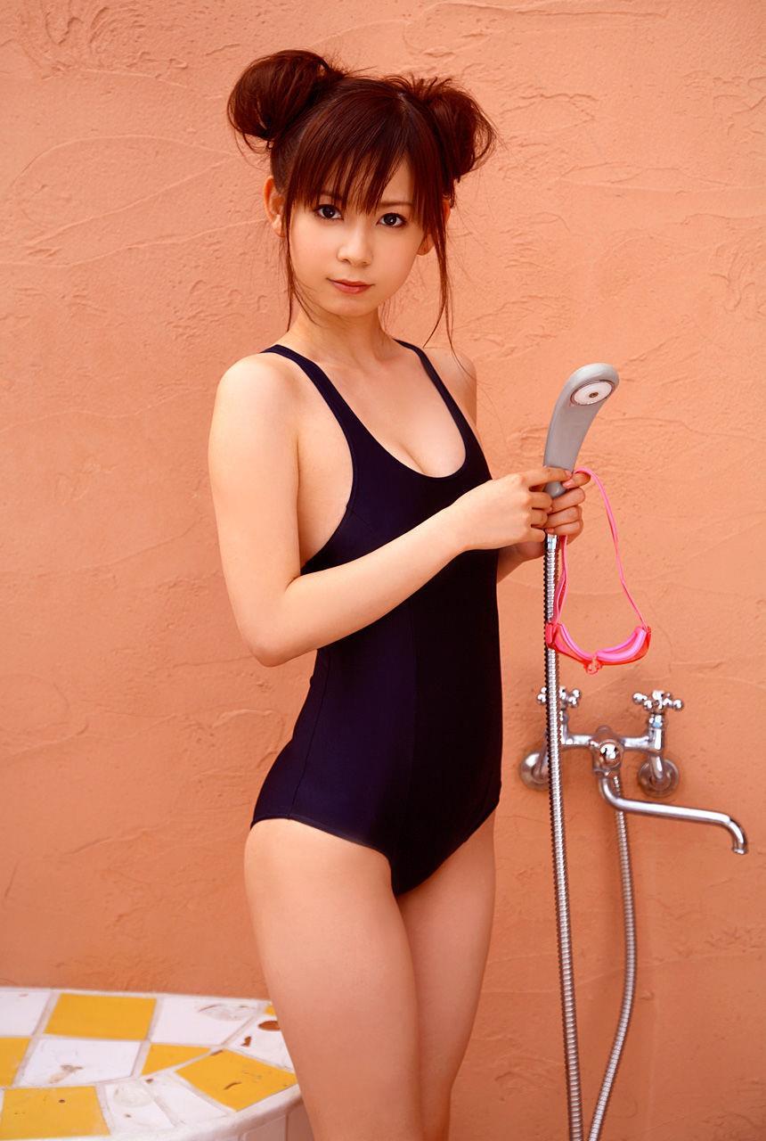 中川翔子のスクール水着グラビア