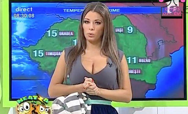 生放送で乳首ポロリしてるルーマニアTVのお天気お姉さん