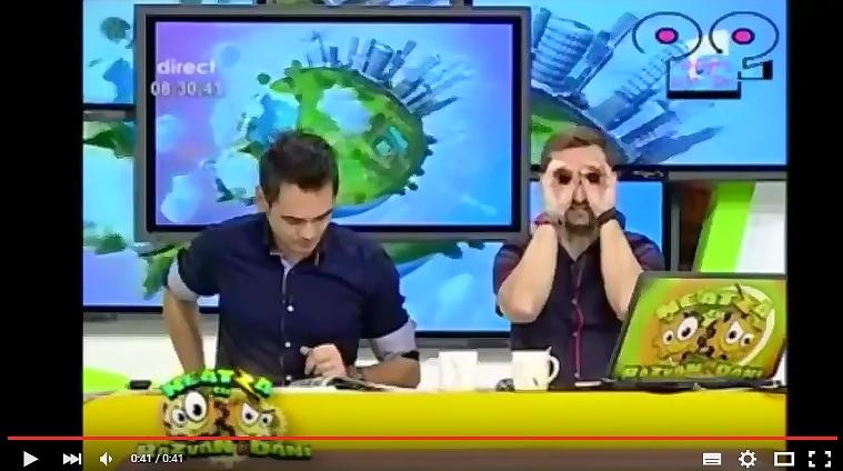 ルーマニアTV、生放送で乳首ポロリしたお天気お姉さんを見る共演者