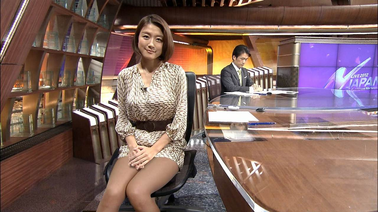 フジテレビ「ニュースJAPAN」でミニスカートを履いて太もも丸出しの大島由香里アナ