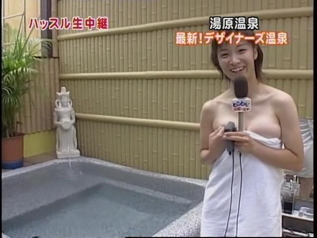 バスタオル一枚で温泉リポートをしておっぱいポロリしてる女子アナ