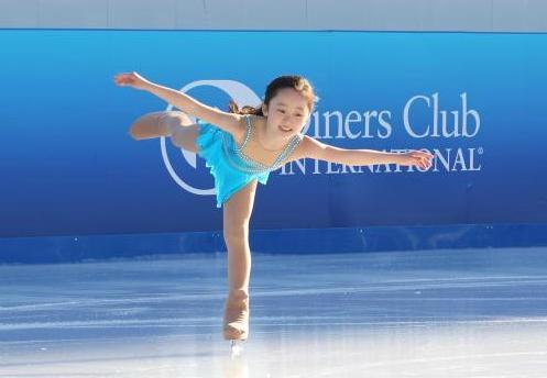 スケートをする本田望結