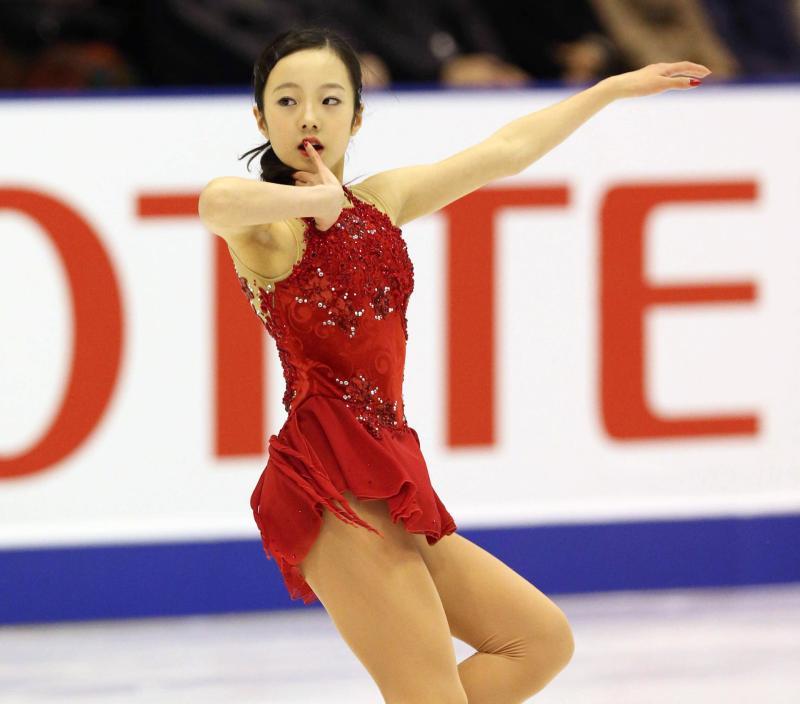 スケートをする本田真凜