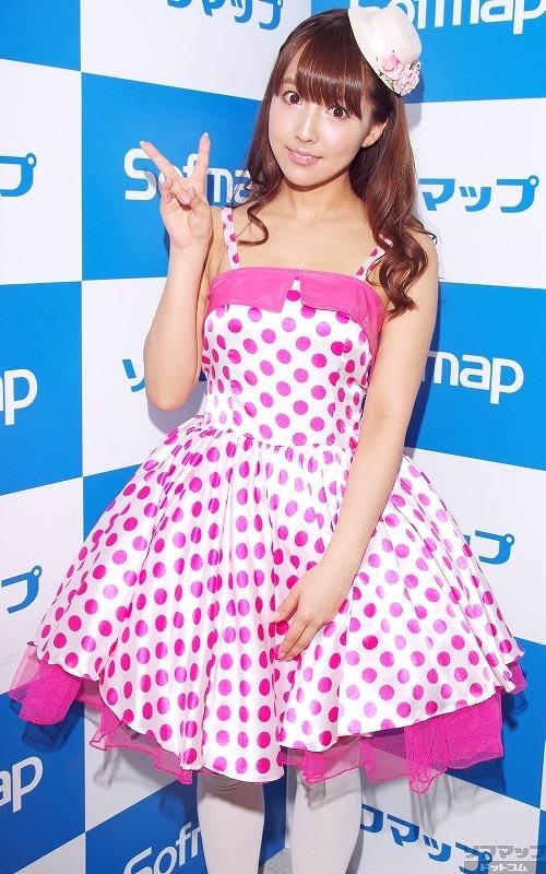DVDの発売イベントでソフマップに登場した三上悠亜(元SKE48・鬼頭桃菜)