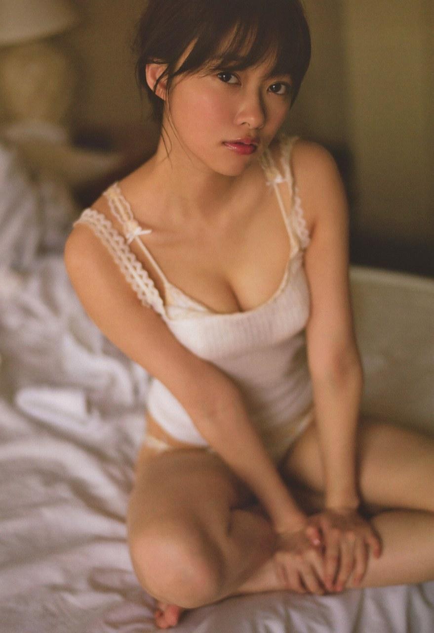 指原莉乃の写真集「スキャンダル中毒」画像(下着姿の指原莉乃)