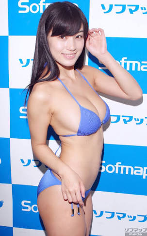 DVDの発売記念イベントでソフマップに登場した高崎聖子