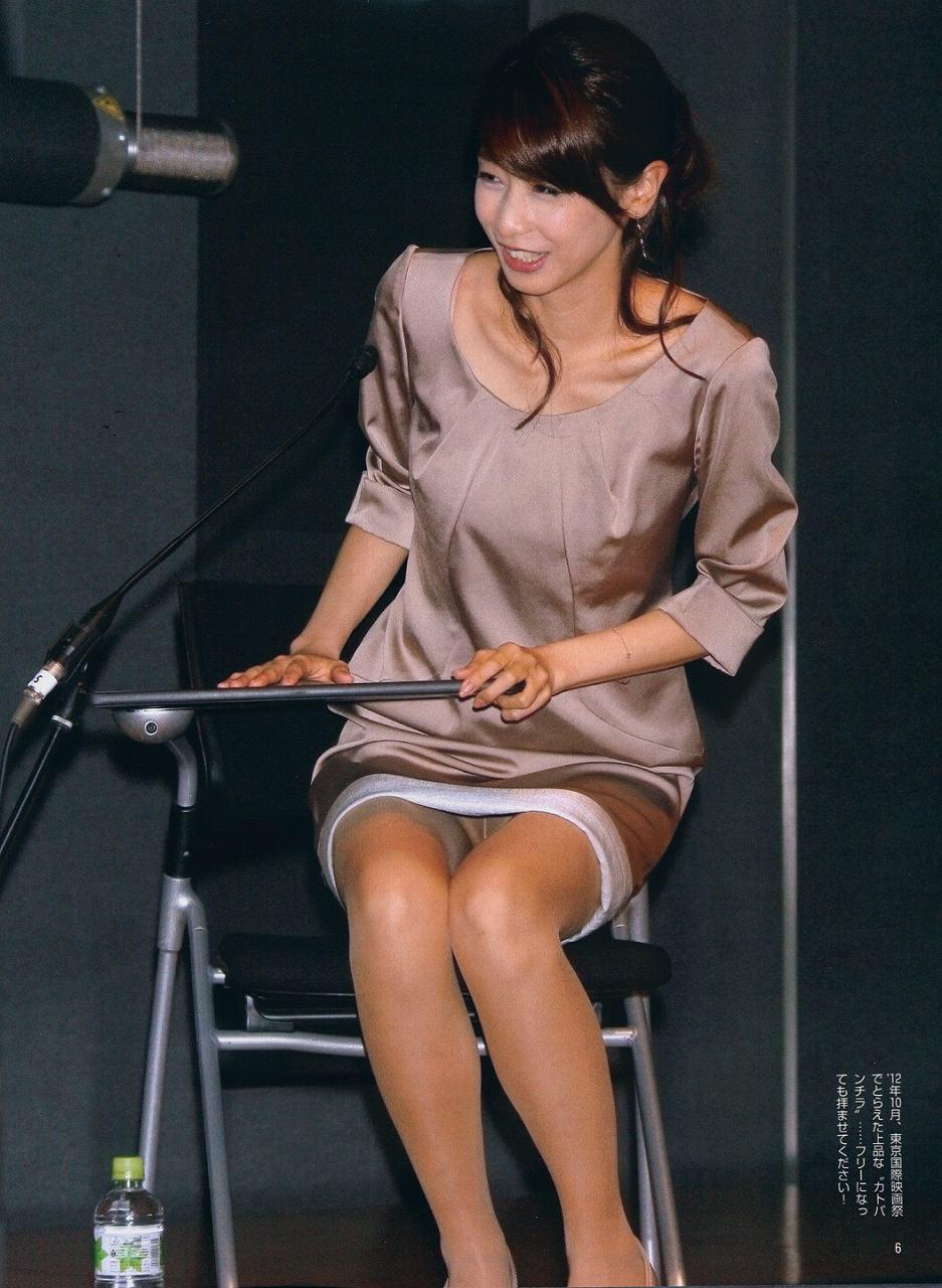 パンティストッキングを履いてがっつりパンチラしてる加藤綾子