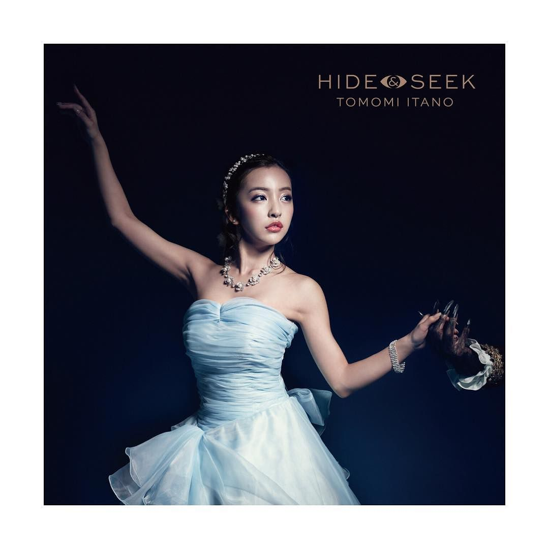 板野友美 新曲『HIDE&SEEK』ジャケット写真