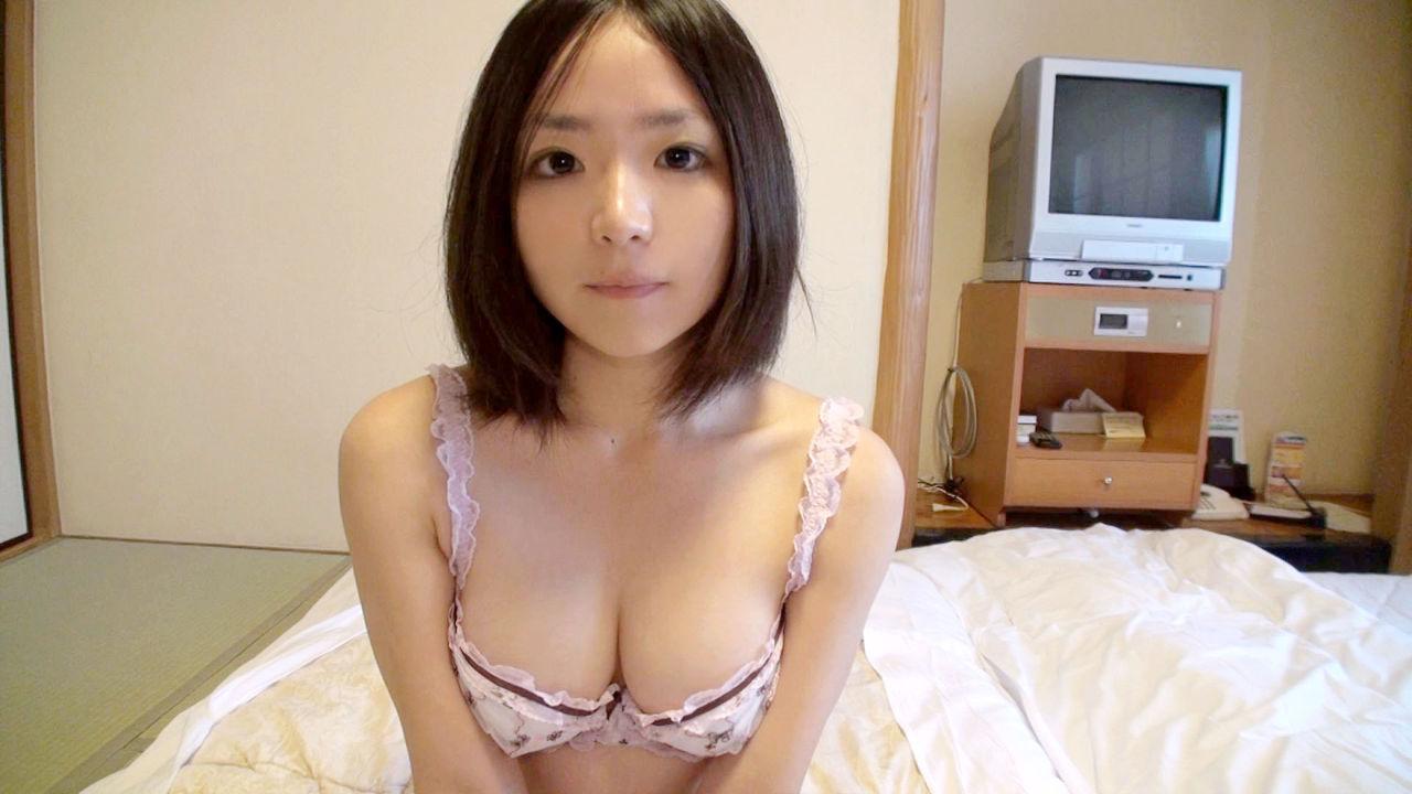 下着姿のAV女優・吉見りいな(かなちゃん)