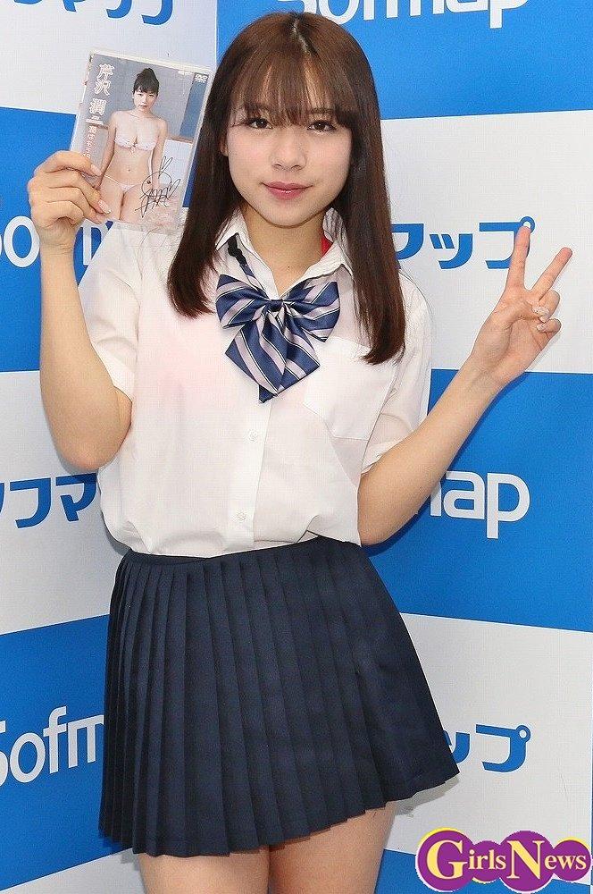 DVD「潤はもう18だから」の発売記念イベントでソフマップに登場した芹沢潤