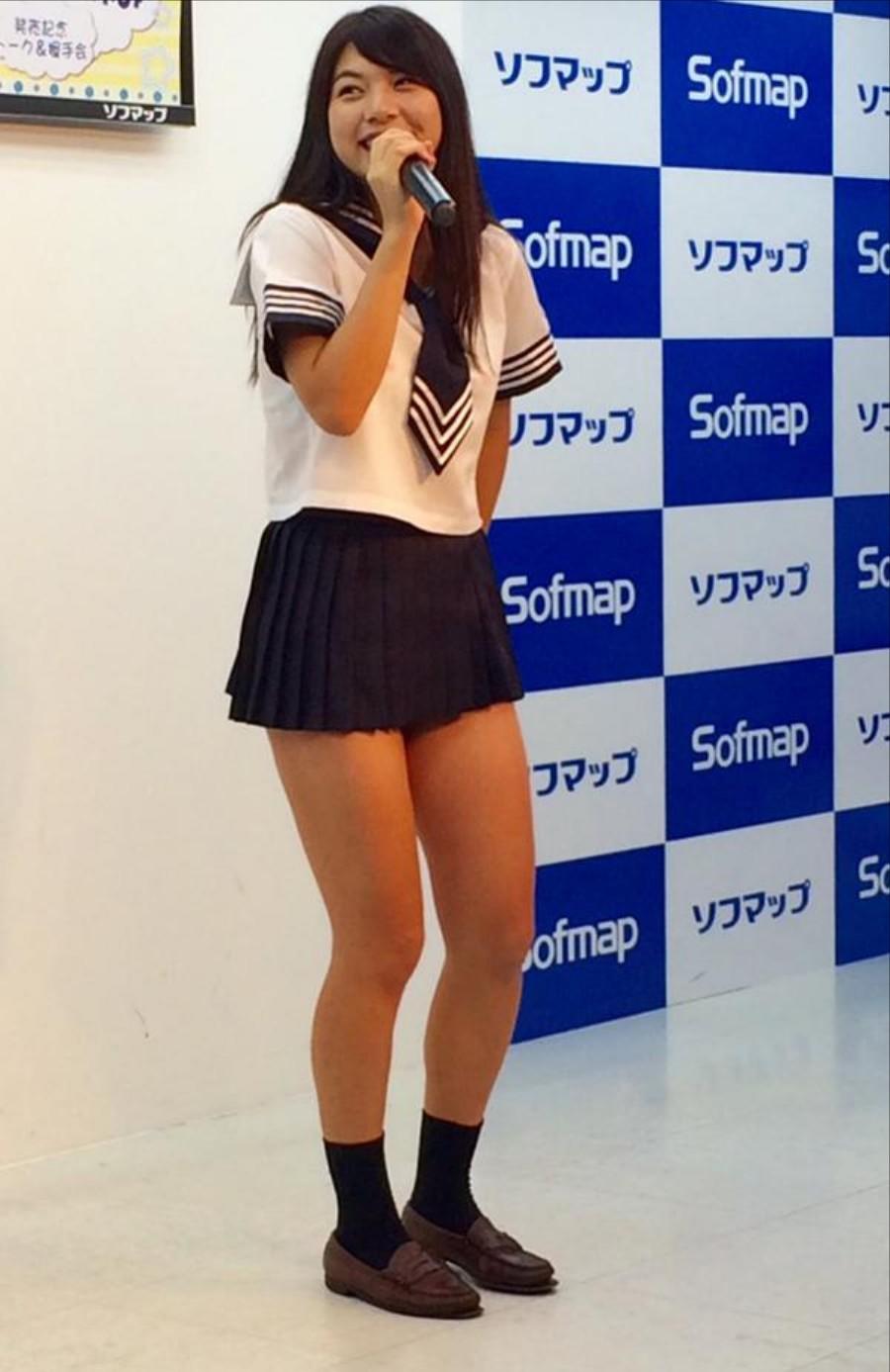 DVDの発売記念イベントでソフマップに登場した芹沢潤
