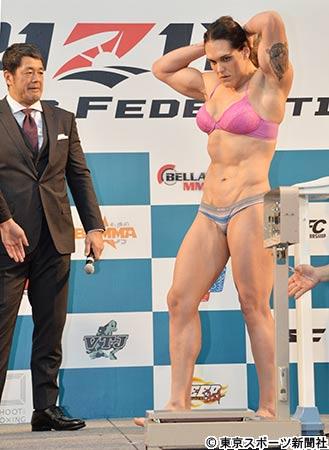 ボディビルで筋肉ムキムキの女