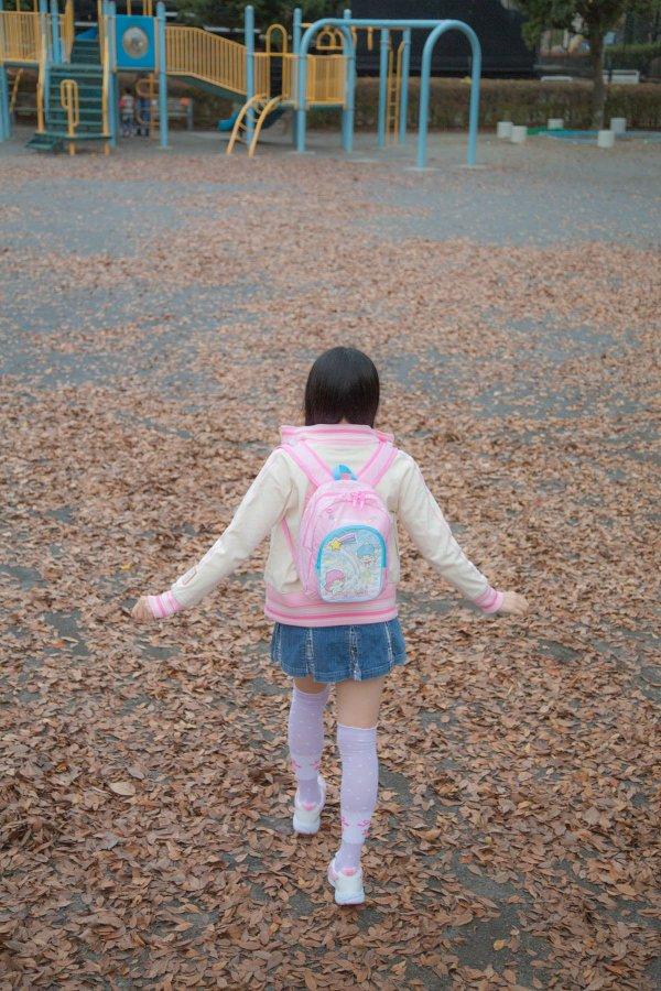 大人なのに女児服を着てる合法ロリコスプレ
