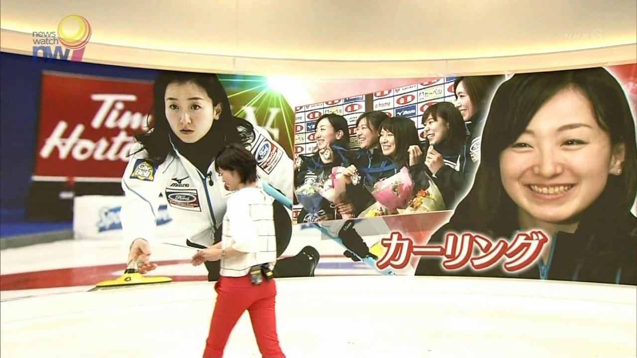 NHK「ニュースウオッチ9」、ピチピチパンツを履いた佐々木彩アナのお尻