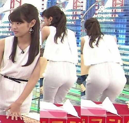 白いピチピチパンツを履いた久代萌美アナのお尻