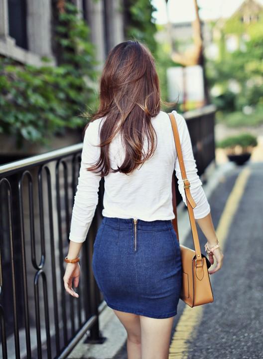 タイトスカートを履いた女のケツ