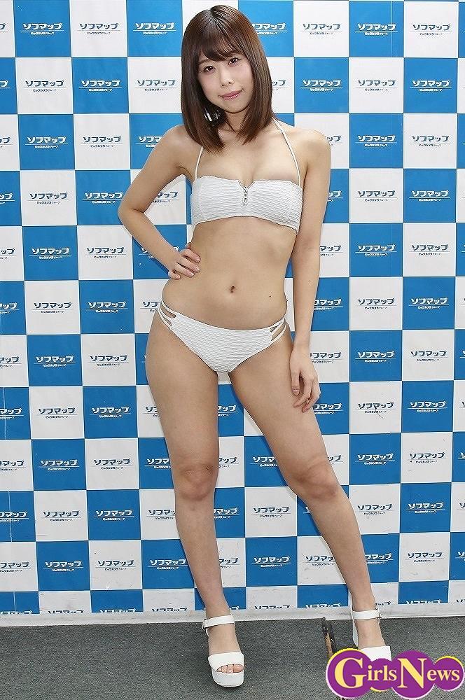 DVD「と、ゆうこと。」の発売イベントでソフマップに登場した新井ゆうこ