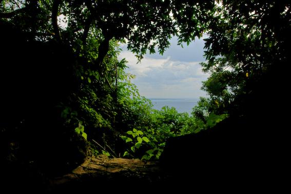 御嶽から望む久高島