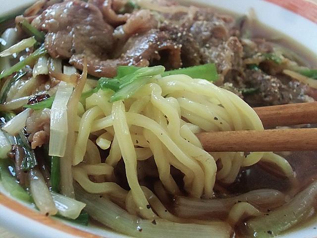 麺はサッポロ中太麺