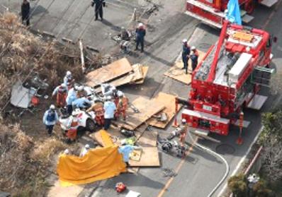 東広島トレーラー鉄板落下