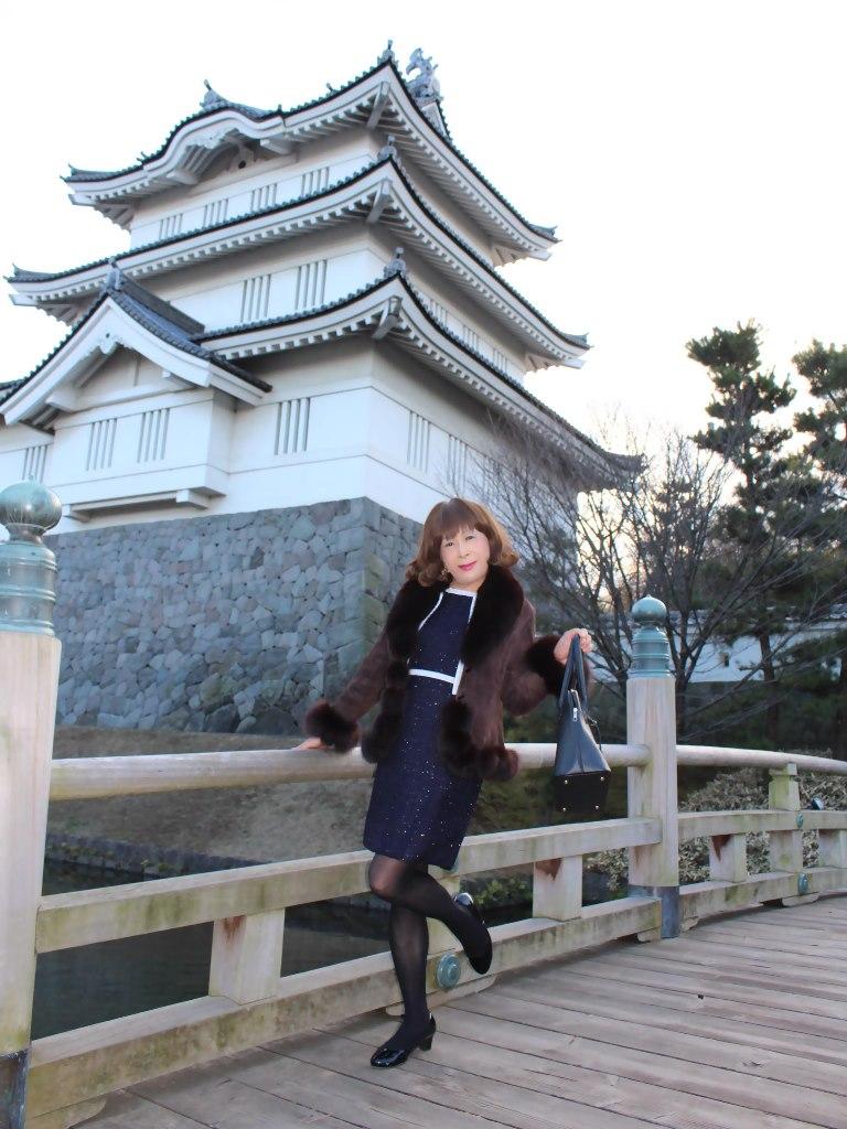 紺スーツと毛皮コートA(2)