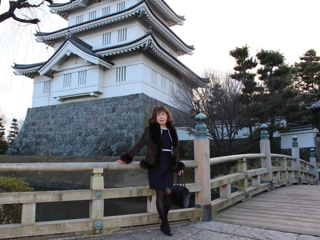 紺スーツと毛皮コートA(3)