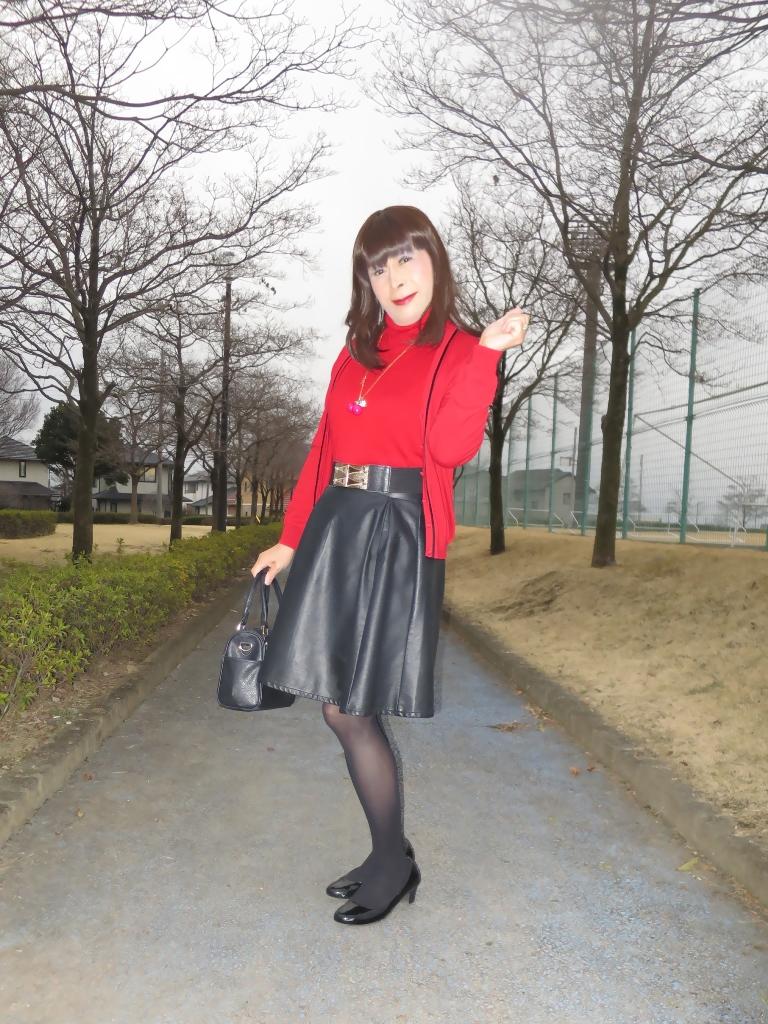赤ツインニット黒皮スカート(2)