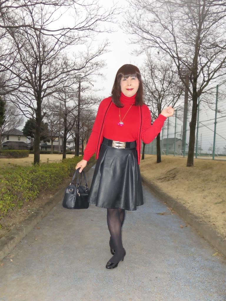 赤ツインニット黒皮スカート(1)